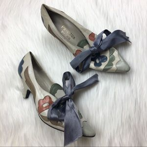 Vintage paradox by zeal leather floral kitten heel